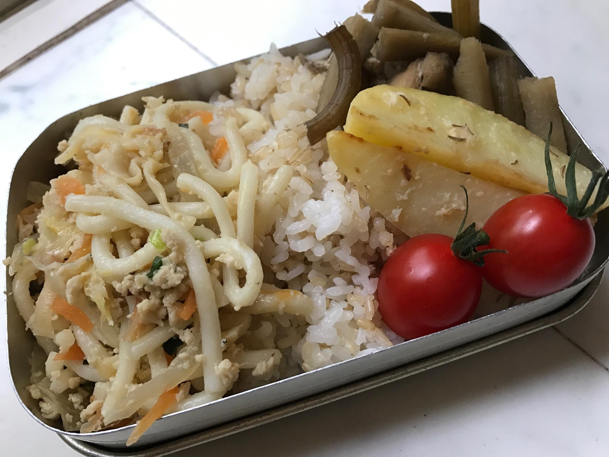 山の保育園高野豆腐、焼うどん、ふきとごぼうの煮物
